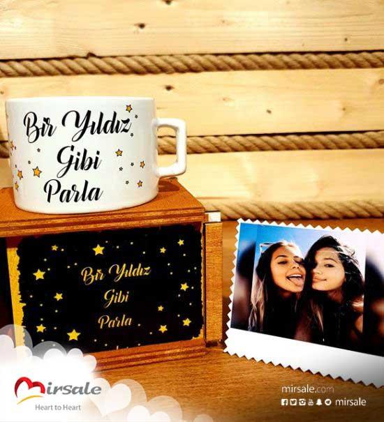 فنجان مع صورة مطبوعة